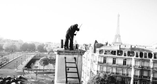 Ramoneur sur un toit