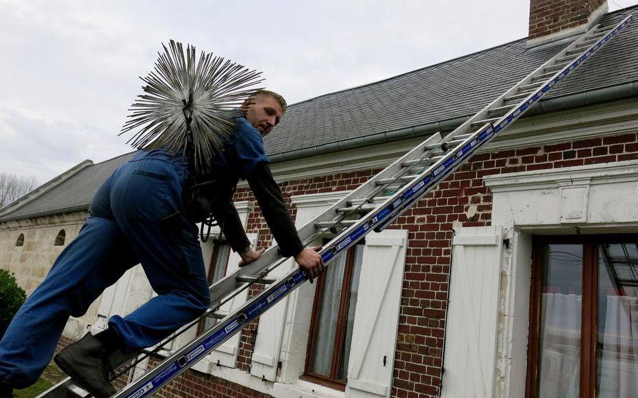 Ramoner la cheminée d'une maison louée, qui doit le faire